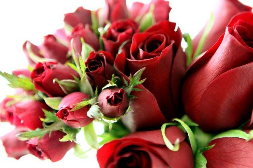 4 dicas para decorar a mesa com rosas