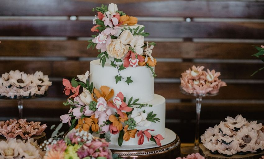 Como escolher bolos e doces do casamento