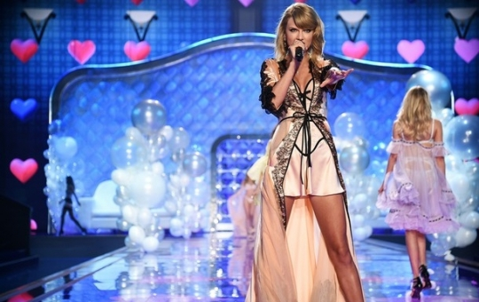Taylor Swift no Victoria's Secret Fashion Show