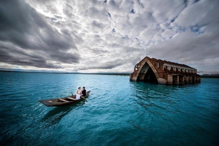 Ensaio Pré-wedding em Igreja parcialmente inundada no interior de Pernambuco