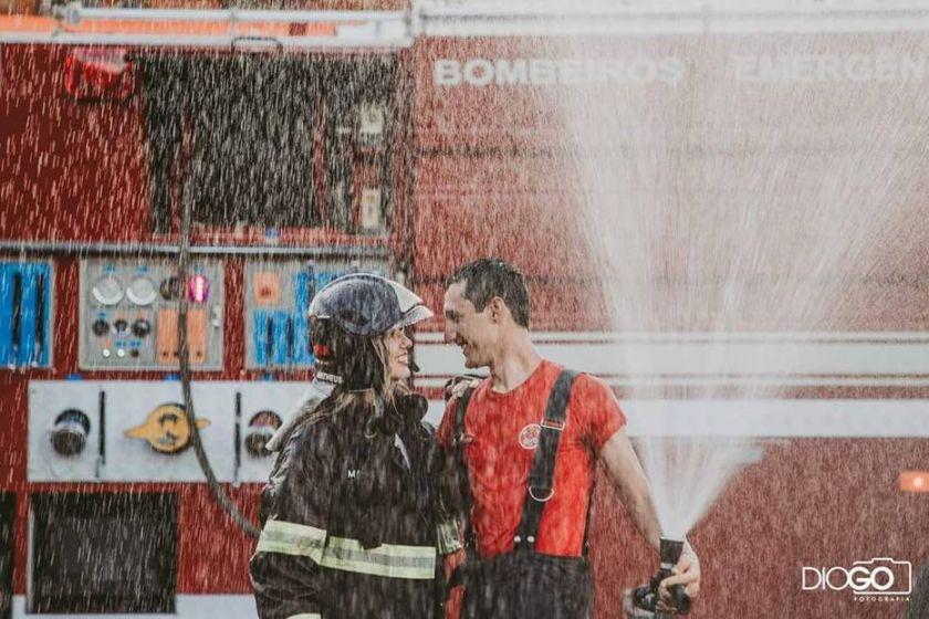Ensaio romântico com tema: Bombeiro