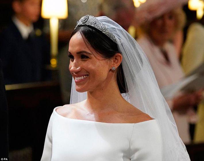 Meghan Markle: Vestido de noiva, beleza e acessórios