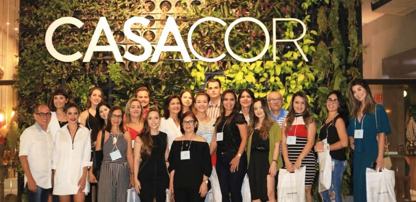 Larisa Claudino recebe grupo para visitar a CasaCor Paraíba