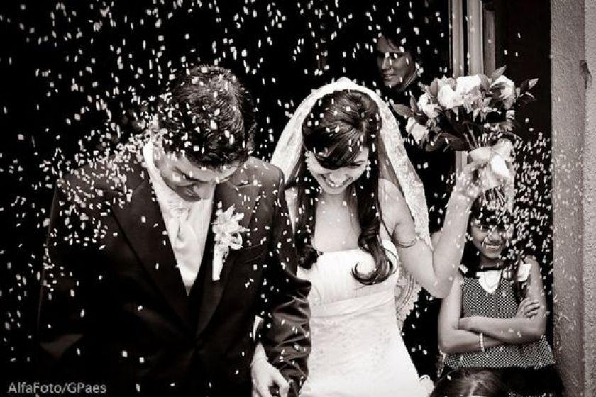 Por que jogar arroz nos noivos?