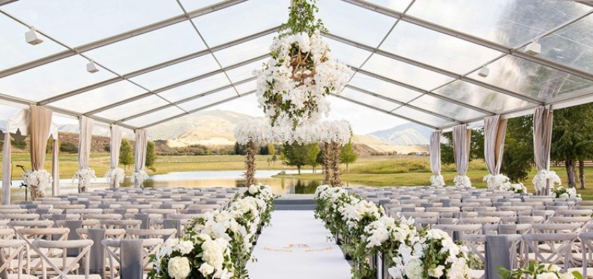 Tendas brancas e transparentes para casamento